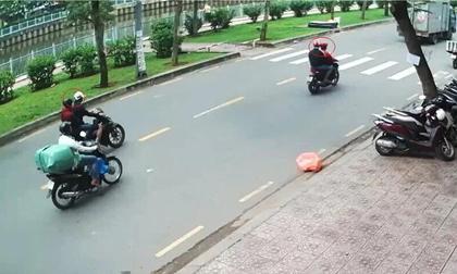 Bắt nhóm đối tượng cướp giật túi xách, kéo lê cô gái trên đường ở Sài Gòn