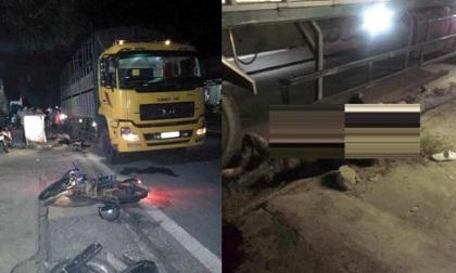 Xe máy kẹp 3 đâm vào xe tải đỗ bên đường, 2 người tử vong
