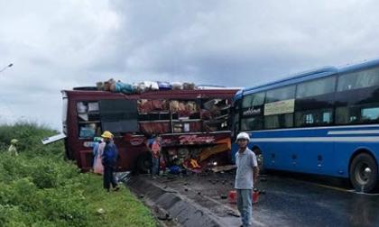2 xe khách va chạm kinh hoàng ở Kom Tum: Xe quay ngang trước khi gặp nạn