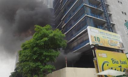 Cháy lớn tại toà chung cư cao cấp QMS Tower đang xây dựng, nhiều công nhân sợ hãi chạy ra ngoài