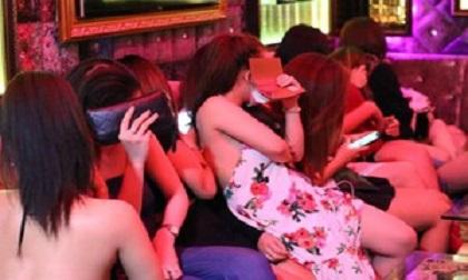 13 nữ nhân viên bị giam lỏng trong quán karaoke, bắt tiếp khách