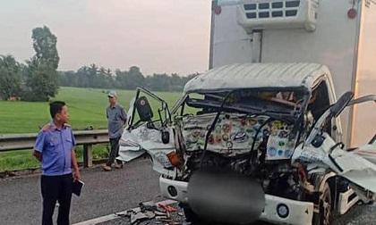Xe tải biến dạng sau va chạm khủng khiếp trên cao tốc, hai cha con tử vong