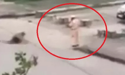 Giáng cấp trung tá CSGT đứng nhìn thanh niên dùng kéo đâm chết bạn gái xuống đại úy