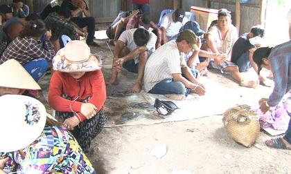 Bắt quả tang hàng chục người lắc tài xỉu trong ngôi nhà hoang ven sông