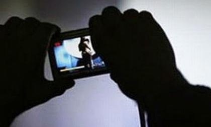 Giao cấu với trẻ em lại dọa tung ảnh nhạy cảm lên mạng