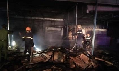 Bình Phước: Lửa thiêu rụi xưởng sản xuất gỗ, thiệt hại nặng nề