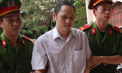 Gian lận thi cử ở Hà Giang: Bí ẩn con lợn nhựa bị cáo Lương gửi nhà mẹ vợ trước khi bị bắt