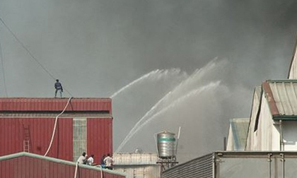 Cháy lớn tại công ty sản xuất giày ở Bình Dương