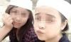 Hai thiếu nữ quấn khăn tang vô tư chụp hình 'tự sướng'
