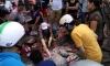 Mưa lớn ngập nặng, người Hà Nội đổ xô đi bán cá bắt được sau đợt lụt