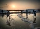 Ruộng muối Hòn Khói đẹp lạ dưới ống kính du khách