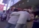Video dân táo tợn lao vào hành hung CSGT giữa đường