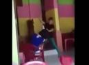 Clip cô gái ngáo đá, nhảy lắc điên cuồng trong quán nước