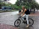 Vietnam's next top model 2014: Lần đầu tiên có thí sinh đạp xe đạp đi thi dưới mưa