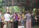 Chùa Bồ Đề: Người đi lễ vẫn đông