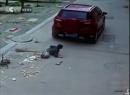 Video cậu bé thoát chết thần kỳ khi bị ôtô 'vô tình' cán qua người