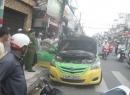 Taxi bỗng bốc cháy ngùn ngụt khi đang lưu thông tại TP. Hồ Chí Minh