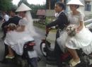 Bất ngờ với hình ảnh cô dâu đi dép lê khi ngày vu quy