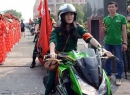 Cô gái sinh năm 1995 chạy xe mô tô dẫn đường ở Sài Gòn