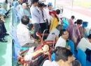 Cảm động với cảnh fan bại liệt nằm xem U.19 HAGL