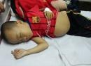 Xót xa bé trai bị cha đẻ hắt hủi, không cho máu cứu mạng
