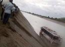 Xe bus lao xuống sông khiến 4 người chết và hơn 30 người mất tích