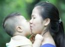 6 đối tượng mẹ 'tuyệt đối' không cho hôn con mình