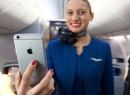 Tiếp viên hàng không United Airlines được trang bị iPhone 6 Plus