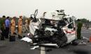 Xe cứu thương đâm vào đuôi container, 3 người tử vong