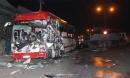 Xe khách nát đầu sau cú tông xe tải, khiến 4 người thương vong