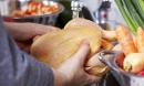 Vì sao rửa thịt gà trước khi chế biến là có thể gây chết người?
