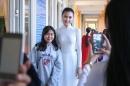 Ngọc Duyên về thăm thầy cô trường cũ, trao học bổng cho học sinh nghèo