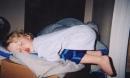 Bật cười trước những tư thế ngủ chẳng giống ai của lũ trẻ