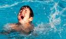 Sau vụ bé trai tử vong vì đuối nước cạn, cha mẹ học gấp những kiến thức này