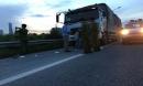 Tài xế xe tải bị khống chế, cướp tài sản trên đại lộ Thăng Long