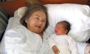 Vợ 60 tuổi sinh con, chồng bỏ nhà đi vì không chịu được tiếng khóc trẻ nhỏ