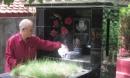 Chuyện ly kỳ qua lời kể của cụ ông ung thư phổi vẫn sống khỏe nhờ... chăm sóc người chết