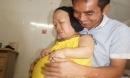 Bất chấp nguy hiểm, người phụ nữ cao 91cm như đứa trẻ lên ba mang bầu vượt mặt