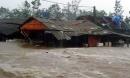 Ảnh bão số 10 đổ bộ: Gió bão thổi bay người đi đường, nhiều nơi chìm sâu trong nước