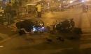 Hai xe máy nát bét trên cầu vượt Thái Hà, 4 người văng tứ tung