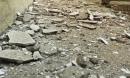 Mảng vữa trần nhà rơi, học sinh ở Hà Nội tháo chạy
