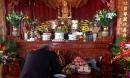 Đặt bát hương bằng đồng hay bằng sứ trên bàn thờ thì tốt hơn?