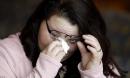 Vợ rơi nước mắt ôm người đàn ông được ghép gương mặt của chồng quá cố