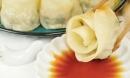 Bữa sáng cuối tuần với há cảo hoa hồng đơn giản mà đẹp mắt vô cùng