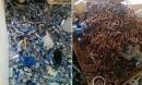 Dân mạng phát hoảng với căn nhà ngập ngụa hàng ngàn vỏ lon và cả núi tàn thuốc