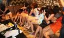 Hàng trăm cô gái ngả ngớn phục vụ khách trong quán karaoke không phép