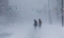'Bom bão tuyết' kinh hoàng ở Mỹ khiến ai nhìn cũng sợ hãi, người chết cóng trước hiên nhà