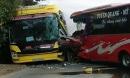 2 xe khách đối đầu, hành khách la hét phá cửa thoát thân