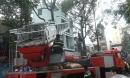 Hàng trăm người xem đá bóng hoảng loạn khi phát hiện nhà cháy