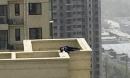 Hy hữu: Leo lên nóc nhà tầng 29 để tự tử nhưng không thành vì... ngủ quên